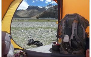 Co zabrać pod namiot? 6 niezbędnych gadżetów